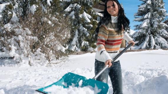 Готовимся к зиме. Обзор лучших инструментов для уборки снега и наледи.