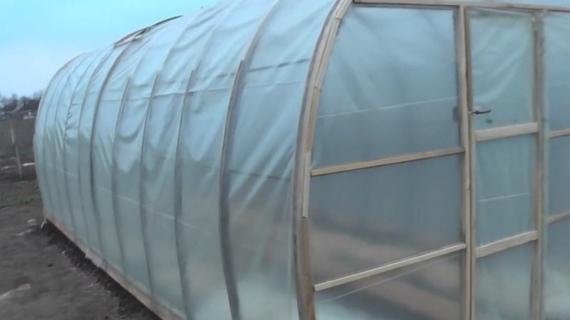 Чем накрыть теплицу, чтобы растения чувствовали себя максимально комфортно?